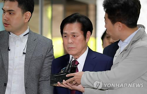 On May 3, 2018, and Rev. Dr. Jaerock Lee of St Mary's Church of Manmin, who was accused of a long-standing sexual assault on many believers, went to court to attend the questionnaires to the suspect before the arrest I have been accepting. [연합뉴스 자료사진]