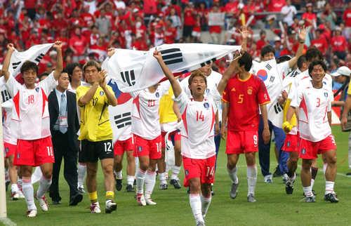 축구열기 잇는다…2002 월드컵 주역 육군 2군단과 한판 대결