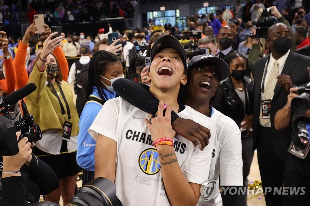 우승을 기뻐하는 시카고 선수들.