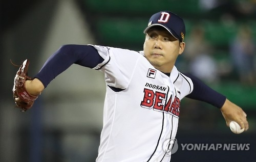 Jang Won-jun of the Doosan Bears throws a pitch against the KT Wiz in their Korea Baseball Organization game in Seoul on Sept. 22, 2016. (Yonhap)
