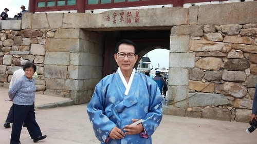 Seosan Mayor Lee Wan-seob poses for a photo after an interview with Yonhap News Agency inside the Haemieupseong Fortress on Oct. 7, 2016. (Yonhap)