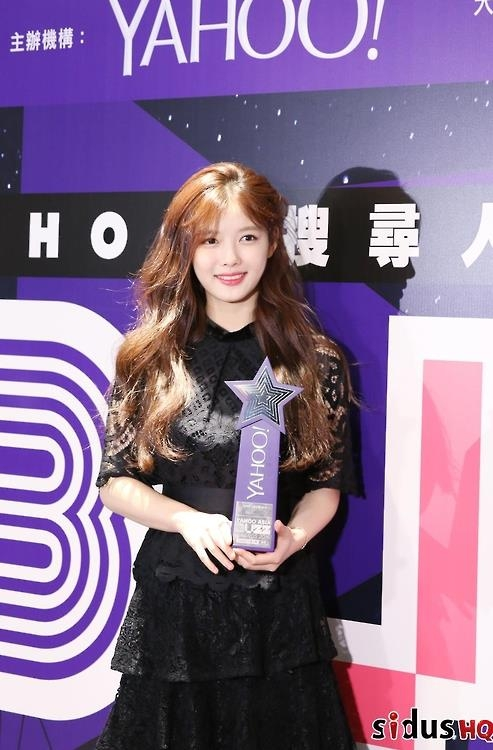 A photo of actress Kim Yoo-jung at the Yahoo Asia BUZZ Awards 2016 in Hong Kong provided by her agency Sidus HQ. (Yonhap)
