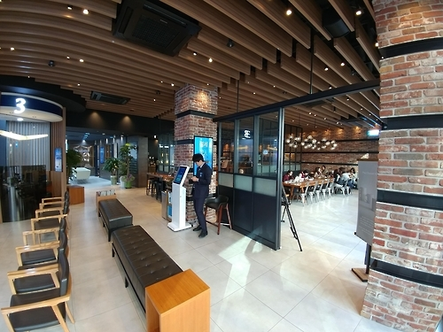 The Paul Basett cafe inside Woori Bank's Dongbuichon-dong branch in central Seoul (Yonhap)