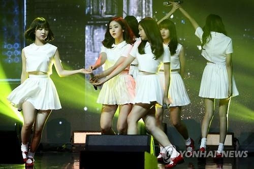 In this file photo, South Korean girl group GFriend performs at a media showcase held in eastern Seoul on July 11, 2016 (Yonhap)