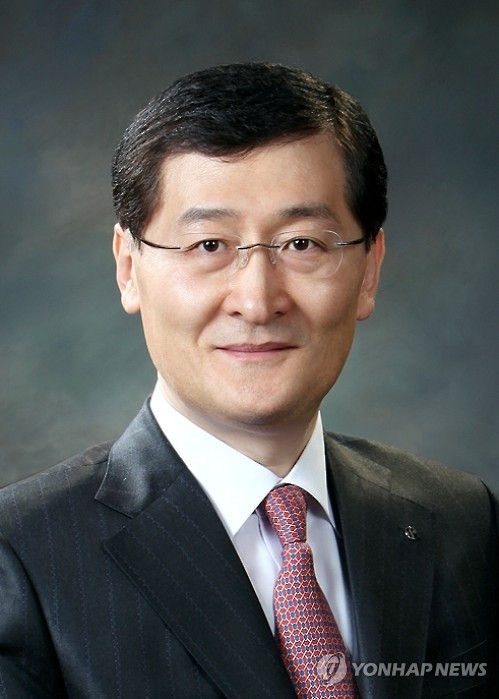 Shinhan Card CEO Wi Sung-ho, named as new CEO of Shinhan Bank, in a photo provided by Shinhan Financial Group (Yonhap)