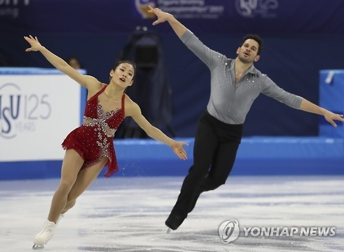 South Korea's Ji Min-ji (L) and Themistocles Leftheris perform during their pairs free skating program at the ISU Four Continents Figure Skating Championships in Gangneung, Gangwon Province, on Feb. 18, 2017.