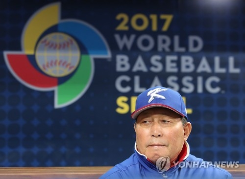 South Korean manager Kim In-sik looks toward the field before the World Baseball Classic game against Chinese Taipei at Gocheok Sky Dome in Seoul on March 9, 2017. (Yonhap)