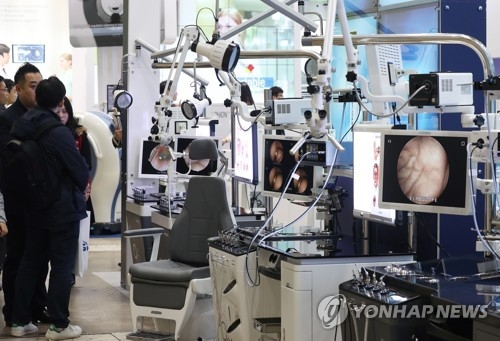 Medical device firms gather in Seoul to show latest products