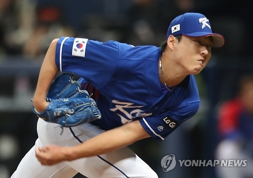 South Korean pitcher Cha Woo-chan throws a pitch against Chinese Taipei during the World Baseball Classic at Gocheok Sky Dome in Seoul on March 9, 2017. Cha is with the LG Twins of the Korea Baseball Organization. (Yonhap)
