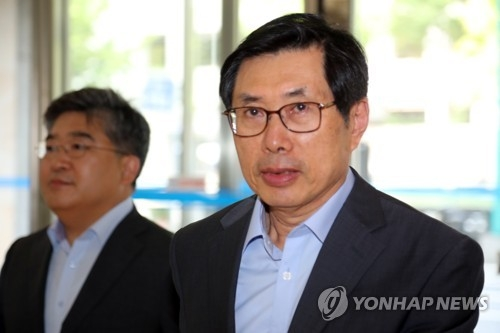 This photo, taken on July 5, 2017, shows Justice Minister-nominee Park Sang-ki entering his office in Seoul. (Yonhap)