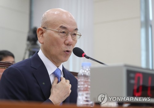 This file photo, taken July 19, 2017, shows Lee Hyo-seong, then nominee for the new head of the Korea Communications Commission (KCC) in a parliamentary confirmation hearing. The former Sungkyunkwan University professor was appointed the new KCC chief on July 31, 2017. (Yonhap)