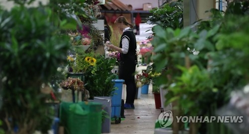 This photo, taken on Sept. 20, 2017, shows a flower shop in southern Seoul. (Yonhap)