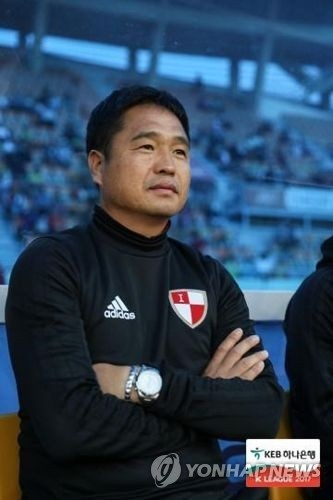 This undated photo provided by the K League shows Busan IPark head coach Cho Jin-ho, who died of a sudden heart attack on Oct. 10, 2017. (Yonhap)