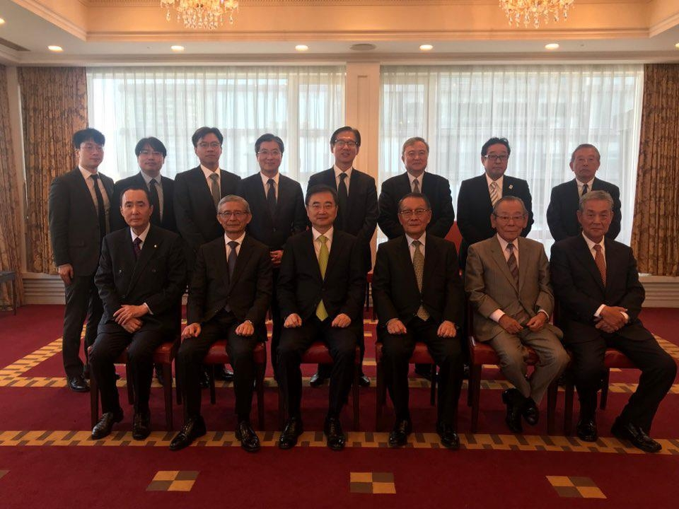 Vice Foreign Minister Cho Hyun and Japanese officials (photo courtesy of the Ministry of Foreign Affairs)
