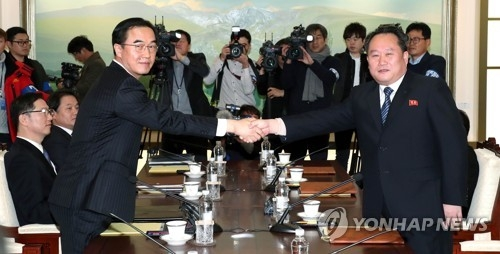 This photo, taken by the Joint Press Corps on Jan. 9, 2018, shows South Korea's chief delegate Cho Myoung-gyon (L) shaking hands with his North Korean counterpart Ri Son-gwon before beginning high-level inter-Korean talks. (Yonhap)