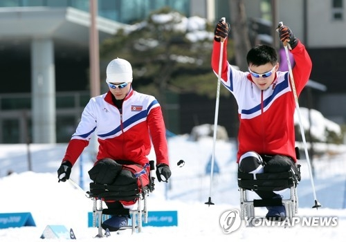 North Korean para skiers Ma Yu-chol (L) and Kim Jong-hyon train at Alpensia Biathlon Centre in PyeongChang during the 2018 Winter Paralympics on March 10, 2018. (Yonhap)