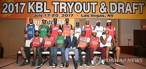 This photo provided by the Korean Basketball League (KBL) on July 21, 2017, shows foreign players drafted by KBL teams for the 2017-18 season posing for a group photo in Las Vegas, Nevada. (Yonhap)