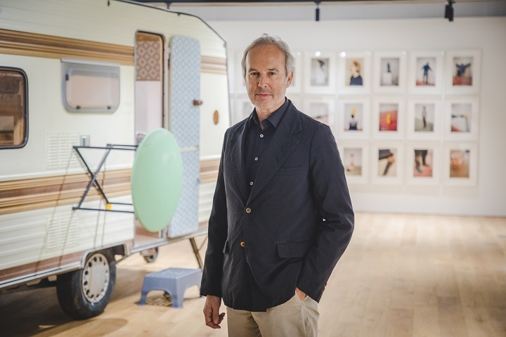 "This photo provided by Hyundai Card Storage shows Austrian artist Erwin Wurm at his first solo exhibition ""Erwin Wurm: One Minute Forever"" at Hyundai Card Storage in Itaewon, central Seoul, on April 18, 2018. (Yonhap)"