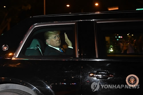 U.S. President Donald Trump heads to the Shangri-La Hotel in Singapore after arriving in the country on June 10, 2018, in this photo provided by AFP. (Yonhap)