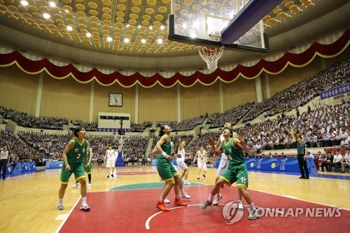 This pool photo taken July 4, 2018, shows South Korean and North Korean women's basketball players competing in a friendly game at Ryugyong Chung Ju-yung Gymnasium in Pyongyang. (Yonhap)