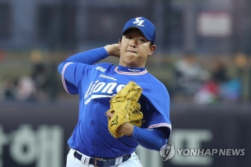 In this file photo from March 28, 2018, Yang Chang-seop of the Samsung Lions throws a pitch against the Kia Tigers in the bottom of the first inning of a Korea Baseball Organization regular season game at Gwangju-Kia Champions Field in Gwangju, 330 kilometers south of Seoul. (Yonhap)