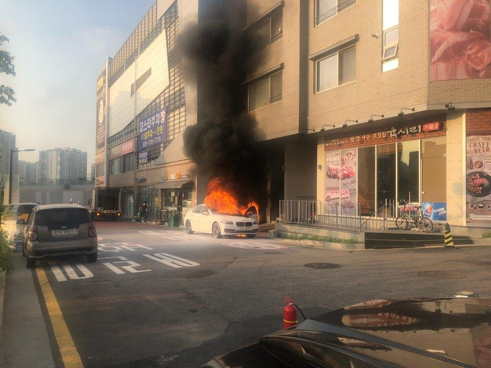 In this photo taken on July 19, 2018 and provided by Lee Gwang-deok, one of plaintiffs who filed a complaint against BMW with a local police station, Lee's BMW 520d sedan burns in Seongnam, just southeast of Seoul. (Yonhap)