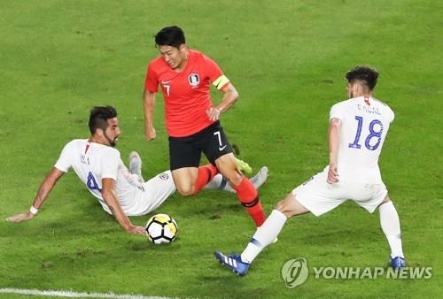 South Korea's Son Heung-min (C) dribbles against Chilean players during a friendly football match at Suwon World Cup Stadium in Suwon, south of Seoul, on Sept. 11, 2018.