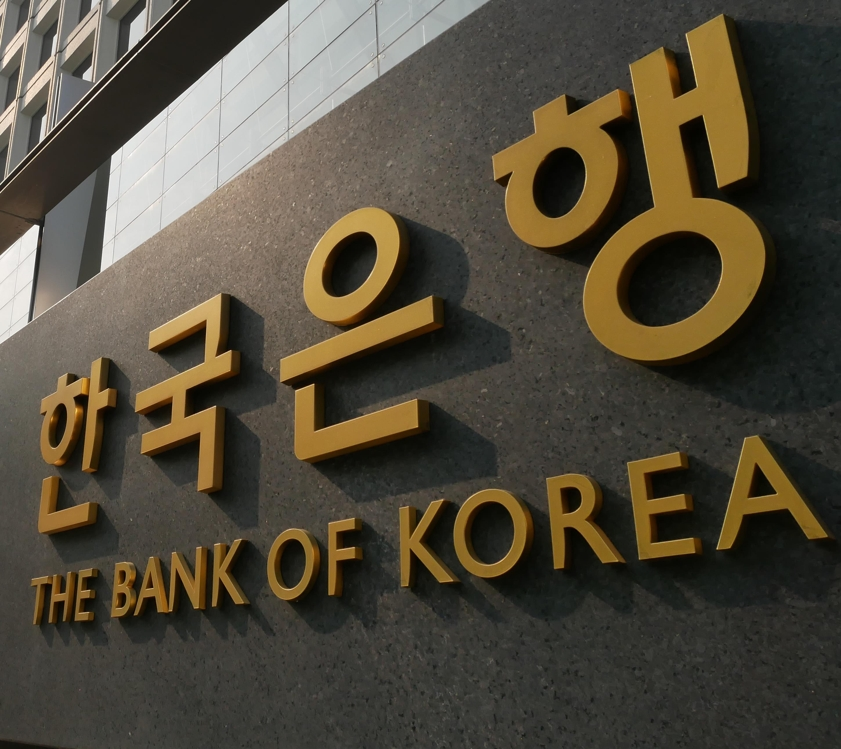 Foreigners maintain net-selling mode in S. Korea's stock, bond markets: BOK
