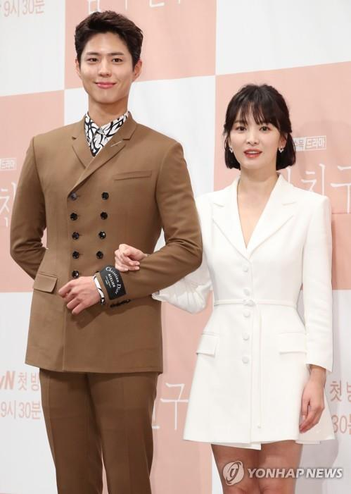 "Park Bo-gum (L) and Song Hye-kyo (R) pose for photos during a press event for tvN's upcoming television series, ""Encounter,"" in Seoul on Nov. 21, 2018. (Yonhap)"