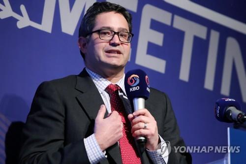 Andrew Miller, executive vice president of business operations for the Toronto Blue Jays, gives a presentation during the Korea Baseball Organization Winter Meeting in Seoul on Nov. 29, 2018. (Yonhap)