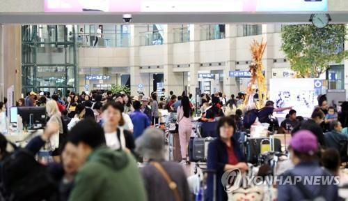 This undated file photo shows the arrival hall of Incheon International Airport, west of Seoul. (Yonhap)