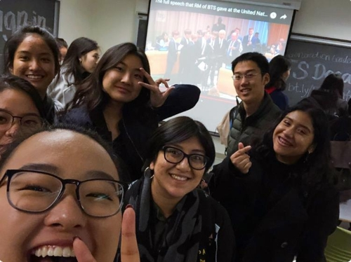 "This image of students taking the course ""Next Generation Leaders: BTS"" at the University of California, Berkeley, is captured from the course' Twitter account. (Yonhap)"