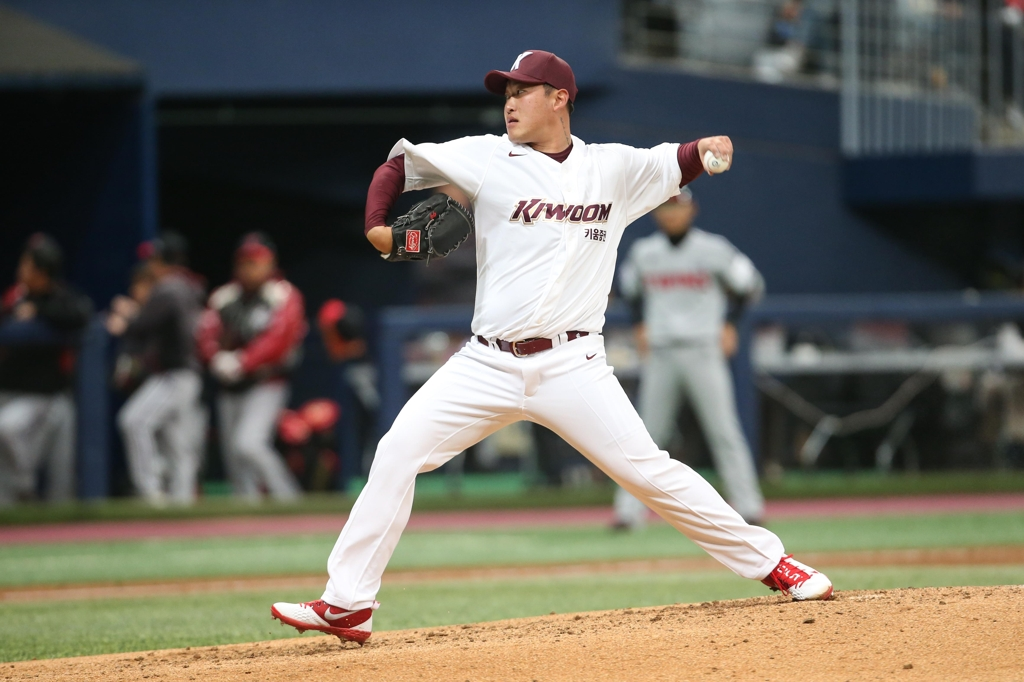 In this photo provided by the Kiwoom Heroes, Yoon Jeong-hyeon of the Heroes throws a pitch against the LG Twins in the top of the fifth inning of a Korea Baseball Organization preseason game at Gocheok Sky Dome in Seoul on March 13, 2019. (Yonhap)