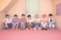 (LEAD) BTS becomes first Korean artist to top British albums chart