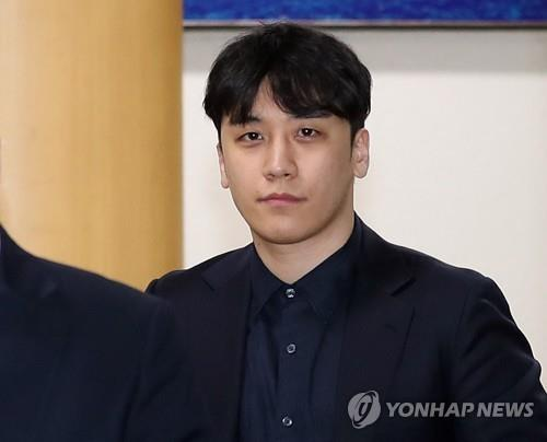 Police request arrest warrant for Seungri on embezzlement, pimping charges