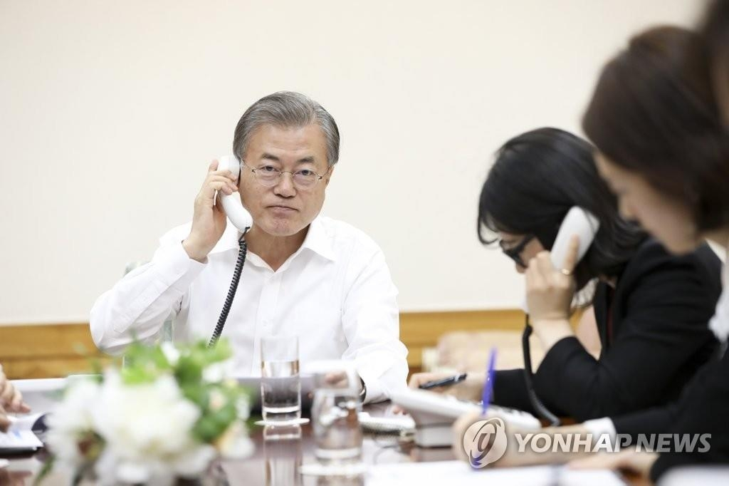 President Moon Jae-in holds phone talks with Crown Prince Mohammed bin Zayed Al Nahyan of the United Arab Emirates (UAE) at Cheong Wa Dae on May 20, 2019, in this photo provided by his office. (Yonhap)