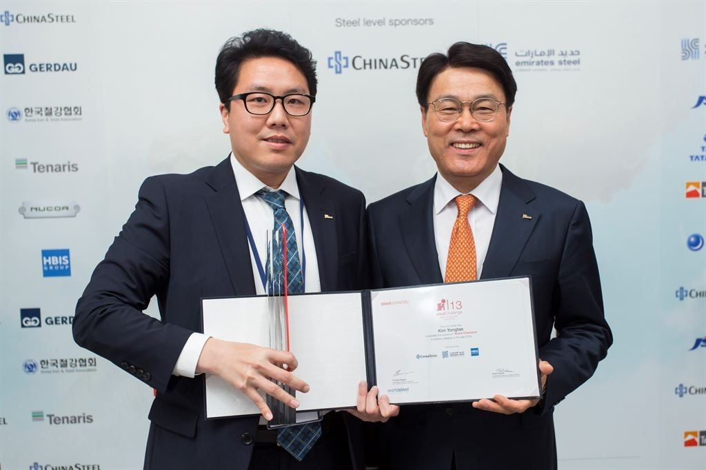 This photo, provided by POSCO, shows Kim Yong-tae (L), a steel engineer at POSCO, posing for a photo with POSCO CEO Choi Jeong-woo after winning the 13th edition of the World Championship of the steelChallenge, in Madrid on April 16, 2019. (PHOTO NOT FOR SALE) (Yonhap)