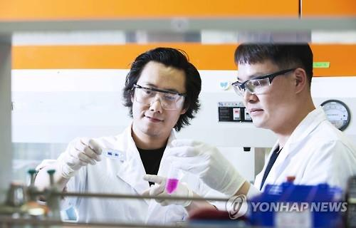 This undated photo provided by South Korea's SK Group shows researchers of SK Biopharmaceuticals Co. in a research lab. (PHOTO NOT FOR SALE) (Yonhap)