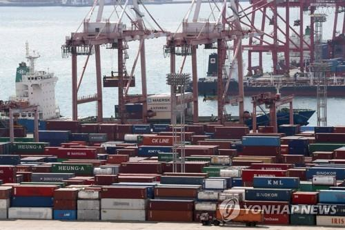 This undated file photo shows the southeastern port of Busan, South Korea's main maritime gateway. (Yonhap)