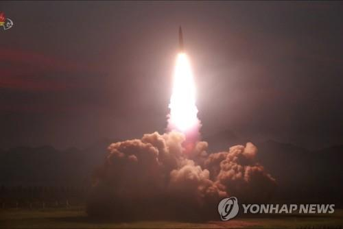 (LEAD) N. Korea fires 2 unidentified projectiles into East Sea: JCS