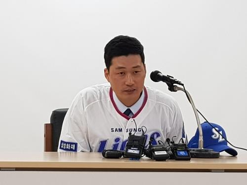 Ex-MLB reliever Oh Seung-hwan contrite over past gambling conviction in return to old club