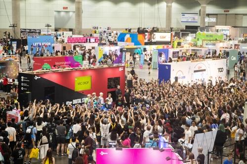 This photo provided by CJ ENM shows a KCON convention held at LA Convention Center in Los Angeles. (PHOTO NOT FOR SALE) (Yonhap)