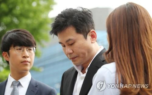 Yang Hyun-suk, former CEO of YG Entertainment, arrives at the office of the Seoul Metropolitan Police Agency's Intellectual Crime Investigation Team in Mook-dong, northern Seoul, on Aug. 29, 2019, to face questioning about his gambling and pimping charges. (Yonhap)