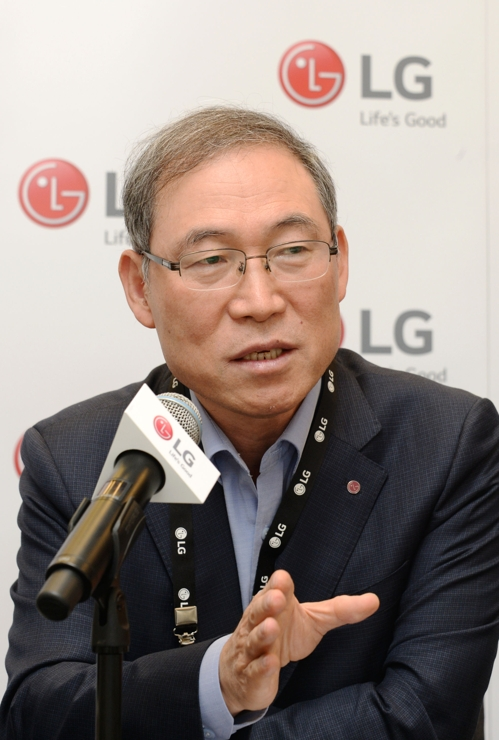 Song Dae-hyun, president of LG Electronics Inc. home appliance and air solution division, speaks during a press briefing on Sept. 7, 2019, held on the sidelines of the IFA technology show held in Berlin, in this photo provided by the Korean electronics maker. (PHOTO NOT FOR SALE) (Yonhap)