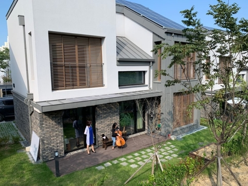 Seoul seeks solar panel homes to combat climate change