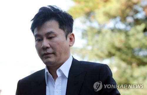 Yang Hyun-suk, founder and former chief producer of YG Entertainment, enters the Gyeonggi Nambu Provincial Police Agency building on Nov. 9, 2019, to face interrogation over alleged attempts to cover up drug suspicions surrounding the YG singer B.I. (Yonhap)