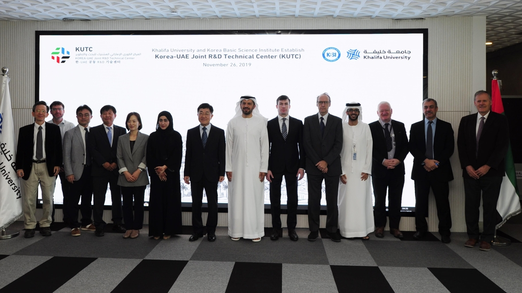 This photo provided by the Korea Basic Science Institute (KBSI) shows participants in the opening ceremony of the Korea-United Arab Emirates Joint R&D Technical Center in Abu Dhabi on Nov. 26, 2019. KBSI's president, Shin Hyung-shik (7th from L), stands beside Arif Sultan Al Hammadi (8th from L), the acting head of Khalifa University. (PHOTO NOT FOR SALE) (Yonhap)