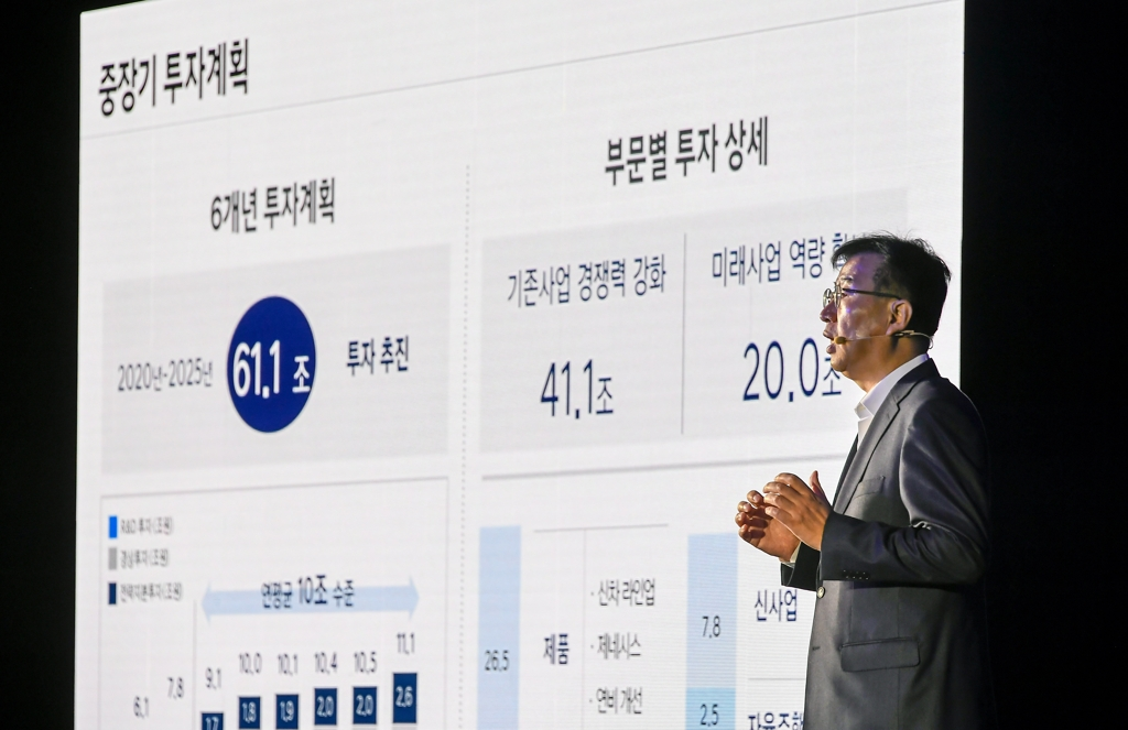In this photo taken on Dec. 4, 2019, and provided by Hyundai Motor, the carmaker's President Lee Won-hee delivers a briefing on its 61-trillion-won investment plan for the next six years at a road show held at Conrad Hotel in Seoul. (PHOTO NOT FOR SALE) (Yonhap)