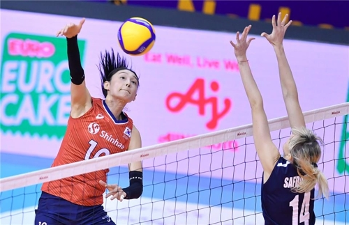In this photo provided by FIVB on Jan. 9, 2020, Kim Yeon-koung of South Korea (L) hits a spike against Alessya Safronova of Kazakhstan in their Pool B match of the Asian Olympic women's volleyball qualification tournament at Korat Chatchai Hall in Nakhon Ratchasima, Thailand. (PHOTO NOT FOR SALE) (Yonhap)