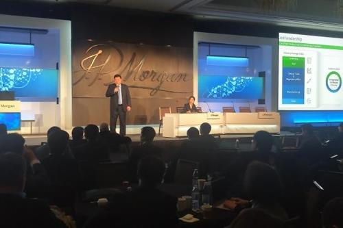 This photo, provided by Celltrion Inc. on Jan. 16, 2020, shows Chairman Seo Jung-jin speaking during the annual J.P. Morgan Healthcare Conference in San Francisco on Jan. 15, 2020 (local time). (PHOTO NOT FOR SALE) (Yonhap)